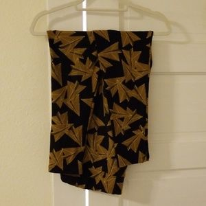 LuLaRoe TC Black Gold Paper Airplanes Leggings